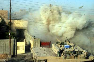 Tank vs. insurgents in Fallujah